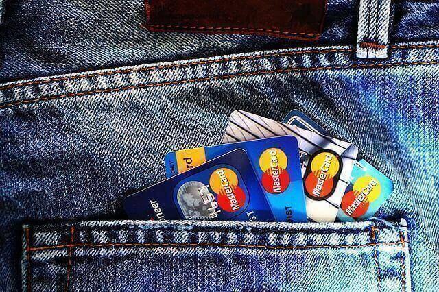 何枚ものクレジットカードを申し込むと審査が通らない?